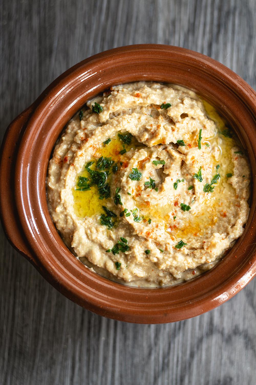 Klassischer Hummus Dip aus Kichererbsen