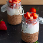 Schoko-Erdbeer Overnight Oats mit Haferflocken