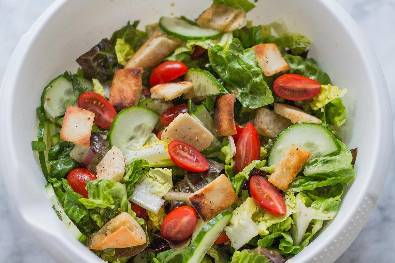 Fattoush Libanesischer Pita-Brot-Salat mit Sumach Dressing