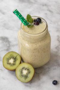 Smoothie mit Kiwi Banane und Chia-Samen