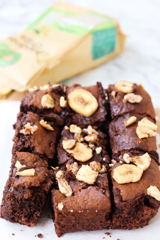 Walnuss-Brownies mit Banane und Schokolade