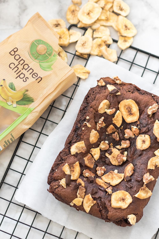 Bananen-Chips für Brownies mit Walnüssen