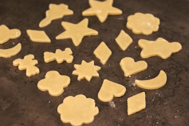Kekse mit Förmchen ausstechen