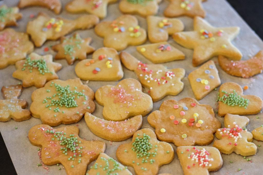 Weihnachten Kekse Plätzchen mit Streusel und Zuckerguss